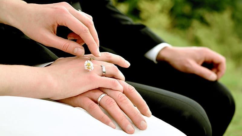 10 strategii prin care partenerul te controleaza